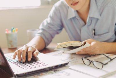 préparer son dcg seul demande de la motivation et de la rigueur, retrouvez les conseils de Déficompta pour obtenir votre diplôme de comptabilité et gestion