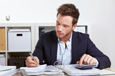 le DCG est un diplôme de référence dans le secteur de la comptabilité. Découvrez les salaires des métiers qui s'y rattachent.